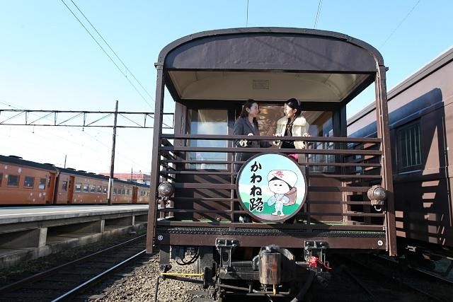 大井川鐵道、ソファ席の貸切展望...