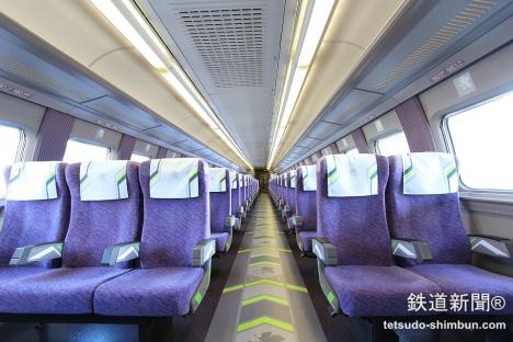 エヴァ新幹線2号車「特別内装車」