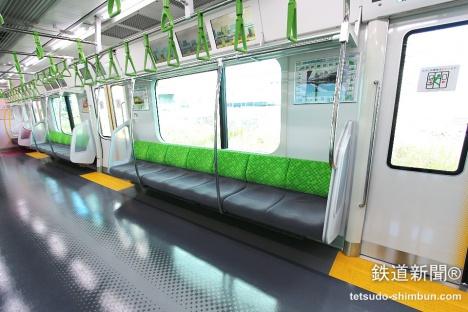山手線の新型車両「E235系」 車内
