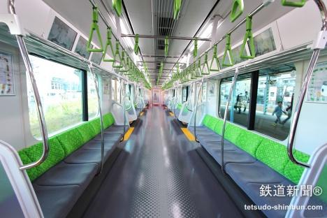 山手線 新型 E235系 車内