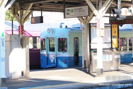 13年ぶりに伊東駅に姿を現した、伊豆急レトロ電車「100系」