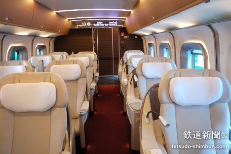 「はやぶさ」「はやて」として北海道新幹線にも乗り入れる「E5系」グランクラス車内
