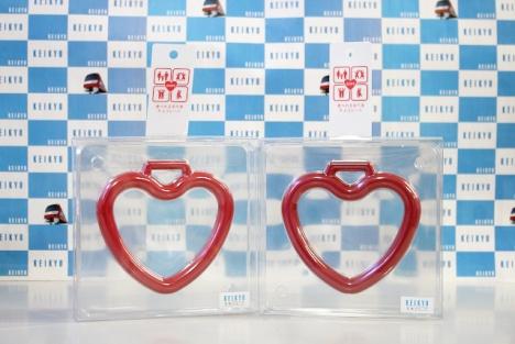京急百貨店で販売するハートの吊り革チョコレート