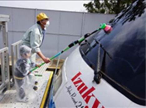 「伊豆急電車まつり」の洗車体験(イメージ)