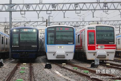 相鉄「9000系」リニューアル車と従来車の並び