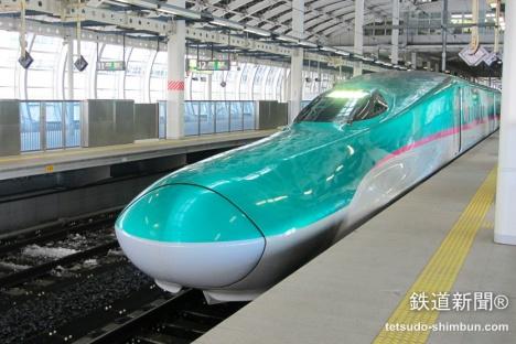 「はやぶさ」「はやて」として北海道新幹線にも乗り入れる「E5系」