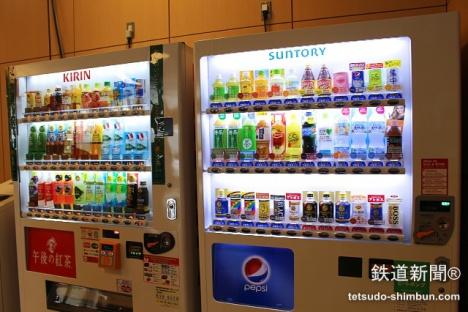 「バスタ新宿」自販機 売店 コンビニ 飲食店