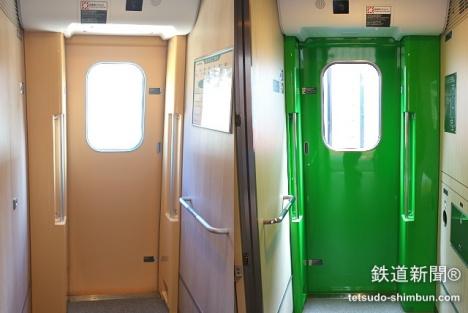 乗降ドアの違い。写真左がE5系、写真右がH5系