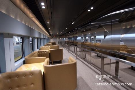 現美新幹線12号車の車内