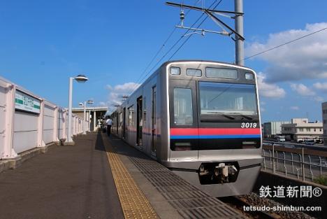 芝山千代田駅に到着した京成の車両