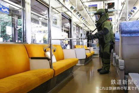 続いて機動隊(爆発物処理班)による爆発物処理の訓練
