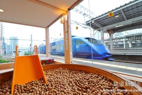 駅ホームに遊び場!?JR博多駅「おもちゃのチャチャチャ。ちゃちゃくらぶ」