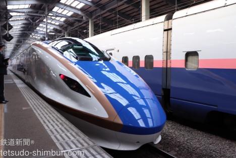 「かがやき」など北陸新幹線で活躍のE7系が上越新幹線に。期間限定でピンク帯車両も