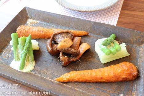 人参のグリル、蒸しアスパラにセロリマヨネーズ、王リンギのバターソテー