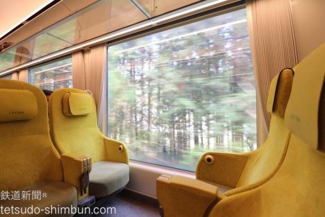 特に飯能(はんのう)駅を過ぎたあたりから自然の中を走っている際の車窓の迫力はスゴいです…!