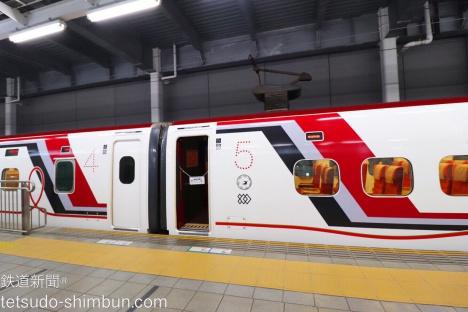 赤ストライプの九州新幹線800系 いだてん