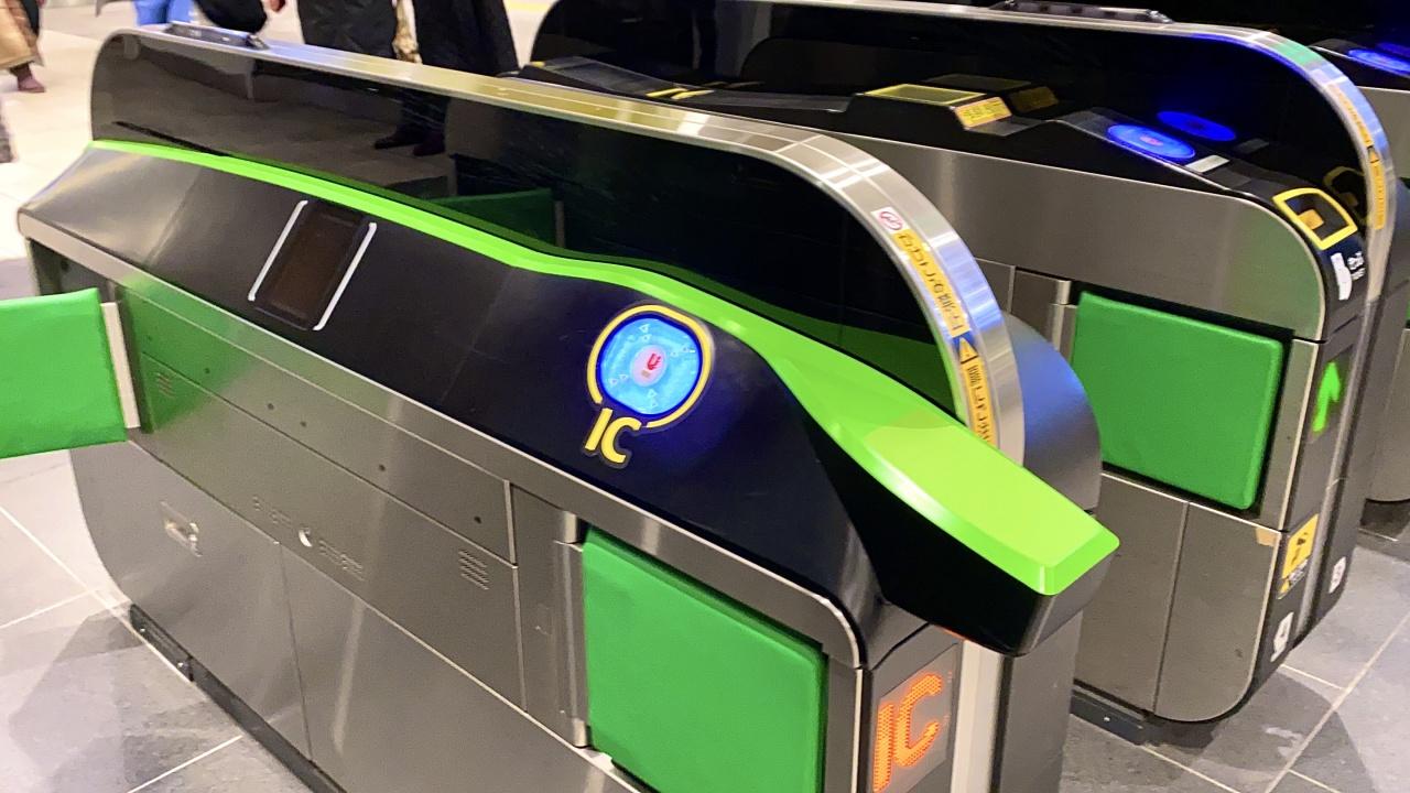 今日の見鉄】JR新宿駅に新型改札機「タッチしやすい自動改札機」現る | 話題 | 鉄道新聞