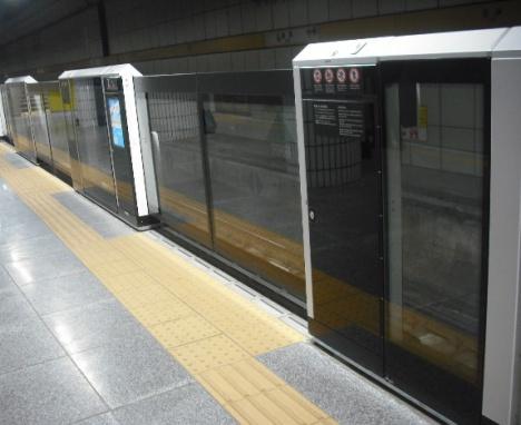 豊洲駅 透過型ホームドア