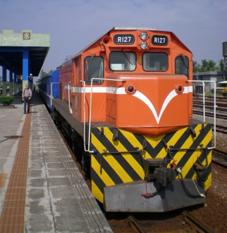 台鉄列車(普快車機関車)