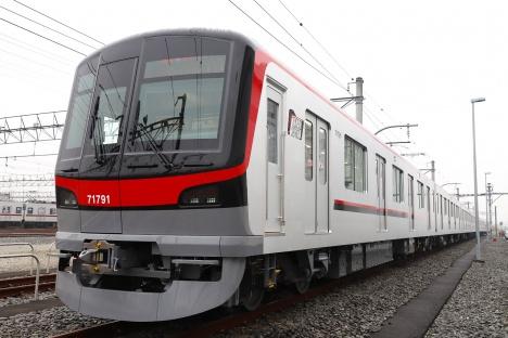 東武鉄道70090型「THライナー」車両